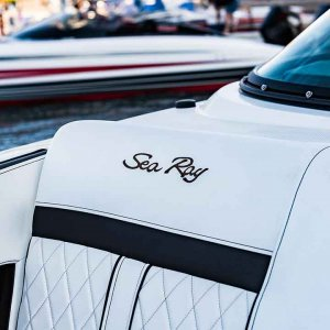 Sea-Ray-SLX-280-interior1