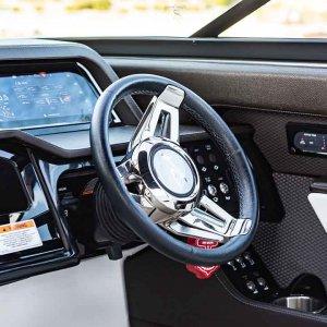 Sea-Ray-SLX-280-interior2