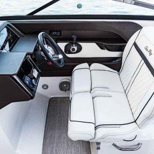 Sea-Ray-SLX-280-interior3