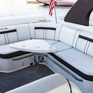 Sea-Ray-SLX-280-interior4