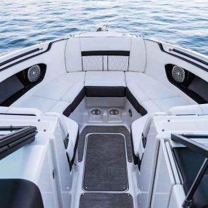 Sea-Ray-SLX-280-port